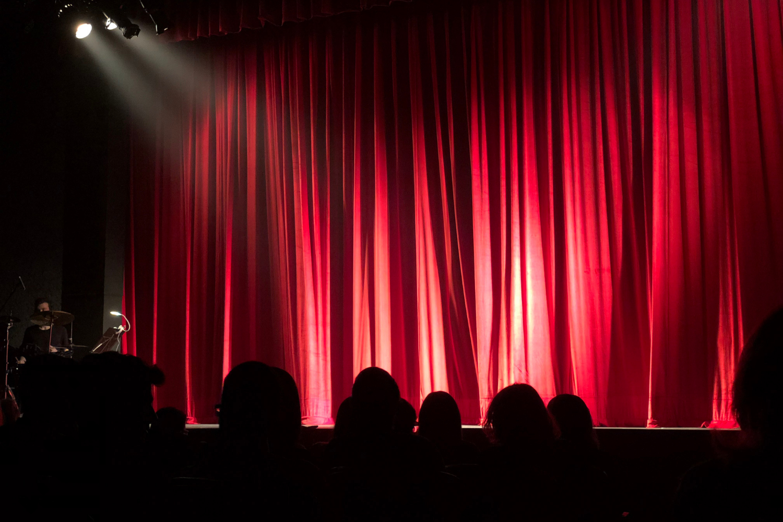 Nanda-huneman-theatershow